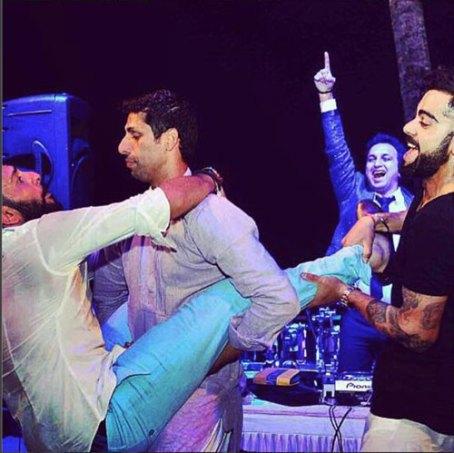 Yuvraj Singh's Wedding reception & Sangeet in Delhi | Yuvraj with Ashish Nehra and Kohli picked up
