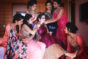 Indian bridesmaids essentials for her bag | Indian bridesmaid duties | DIY Indian Wedding survival Kit | Mehar photography
