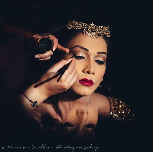 Top Indian Bridal Makeup trends | Makeup for bride | Getting ready photo | wedding look - Kundan bridal jewellery | pretty Indian bride with ombre dark lips | Makeup idea | Photo by - Karan Sidhu Photography