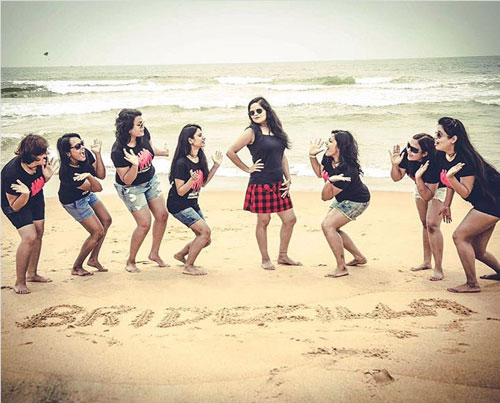 Indian Bachelorette party checklist | Indian bachelorette party ideas | hens party | Checklist for Indian Bridesmaids | Indian bachelorette party destination | Beach bachelorette |photo by happy frames photography