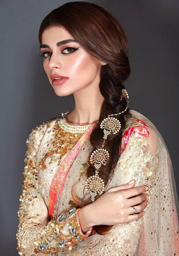 Top Indian Bridal Makeup trends | Makeup for bride | Getting ready photo | wedding look - glowing cheeks | pretty Indian bride with highlights and glow | Makeup idea | Photo by - Runways of Lahore
