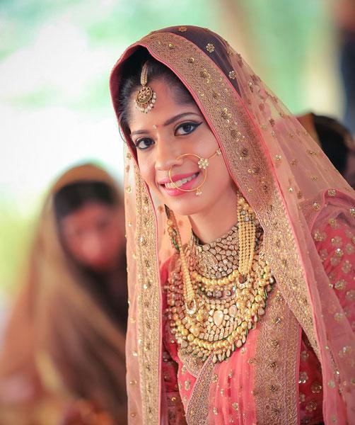 Amrit and Sukriti's wedding   Kundan bridal jewellery   Kundan and gold chain earrings longs   maang tiika   Nath