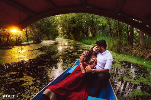 Find the perfect wedding photographer in delhi NCR | Pre wedding shoot tips for Indian couples | Indian Couple on a boat photo shoot