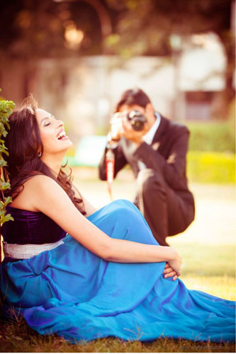 Find the perfect wedding photographer in delhi NCR | Pre wedding shoot tips for Indian couples |. Girl in blue dress being clicked by her fiancé