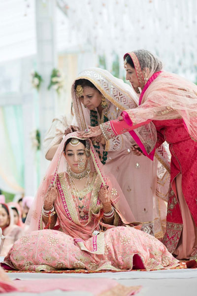 Indian wedding must have photos. | Must have wedding photos | Beautiful Sikh bride in pastel pink lehenga | Mother of the bride photos