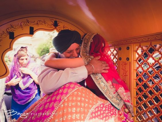 | must have wedding photos Wedding photos you must have with your dad | Indian bride photos with the feather of the bride | must have wedding photos | Indian wedding father of the bride crying at her vidai moment | day wedding | new indian wedding ideas