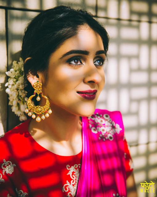 Shreya kalra wedding photos | Indian bride with gajra and gold jewellery | maroon lipstick | Indian wedding trends | Indian fashion blogger's wedding