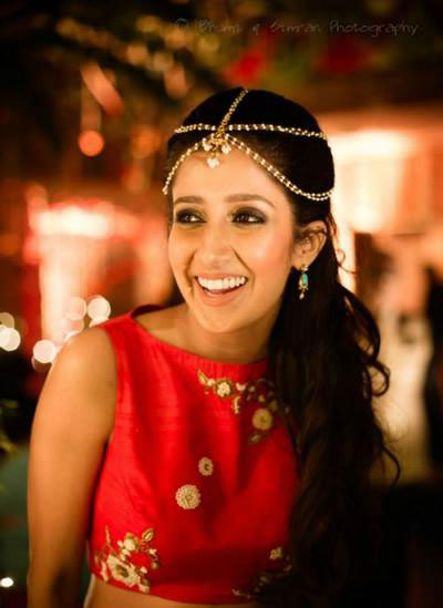 5 line simple mathaptti   bride at her sangeet