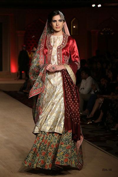 Designer outfits on sale | warehouse exhibition in Delhi | 70% Sale on designer wear like manisha arora, Tarun tahiliani, Rohit gal , anju modi | Anju modi Bajirao Mastani look | red and offwhite ivory creme lehenga and sharara by Anju modi