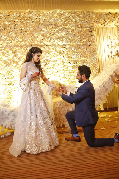 Fun Punjabi wedding ideas | Raagini and Gurtej - pretty wedding story | The on one knee proposal is a beautiful sight to behold.