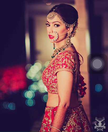 Red lehenga bride dolled up by Jasmeet