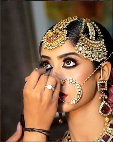 Bride with passa getting ready by Meera