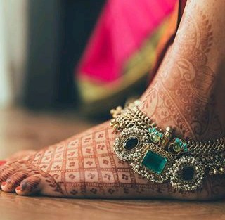 Stunning green anklet | Trending Indian anklet ideas - Bridal Payal designs