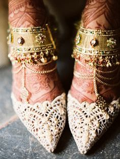 Heavy gold and kundal payal | Trending Indian anklet ideas - Bridal Payal designs