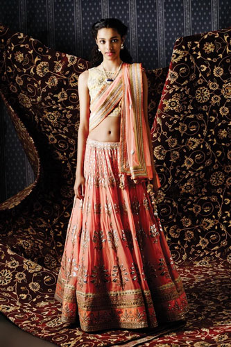 Dupatta draping styles | bridal dupatta draping ideas | cross body pallu drape | peach and gold lehengas with a pretty peach dupatta