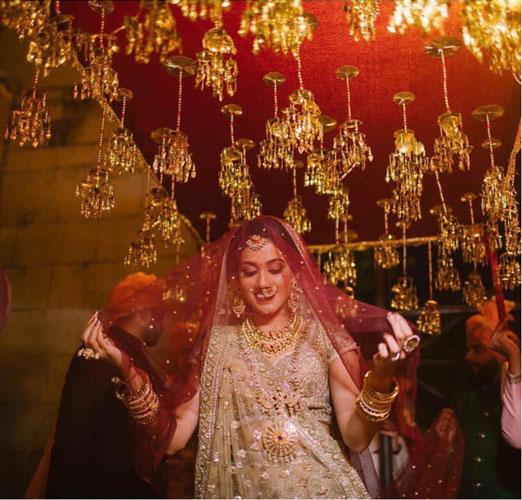 new phoolon ki chadar ideas for a perfect bridal entry   kaleera chadar   house on clouds films