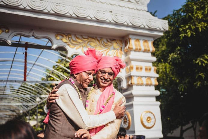 Nimisha and Hemant | Temple wedding in Delhi | The guests sharing a happy moment with milni malas.
