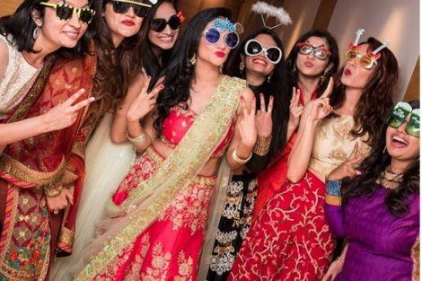 Bridesmaids wearing glares| Create memories with your BFF– Bridesmaids photoshoot Ideas WE LOVED!