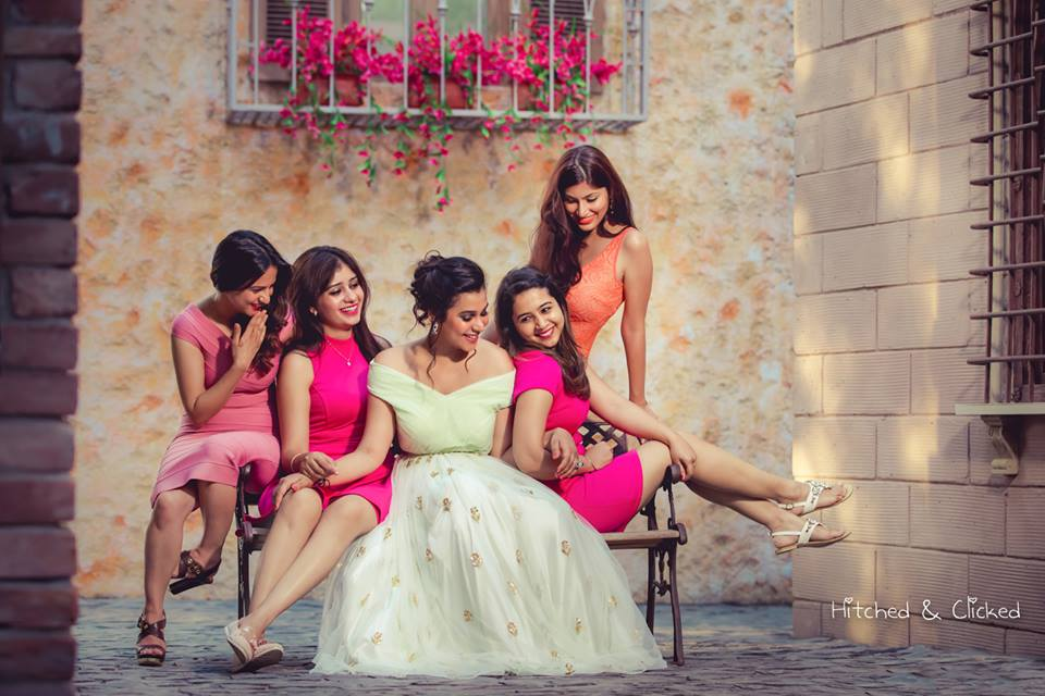 Create memories with your BFF– Bridesmaids photoshoot Ideas WE LOVED!