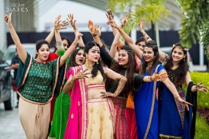 Indian bride and her best friends | excited poses at your best friends wedding | dream diaries