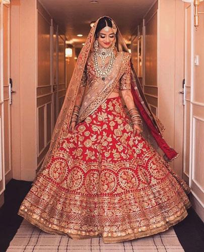 Ramsha lehenga | bride in a red and gold benarsfi lehenga wearing a gorgeous diamond set | bridal lehenga ideas