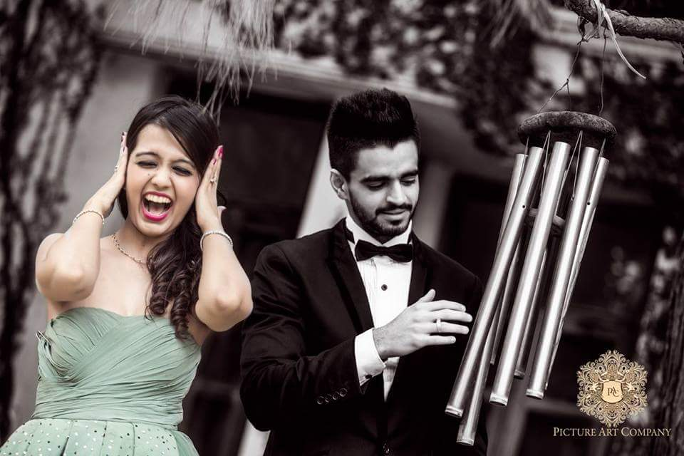 Supre cute pre wedding shoot picture art company