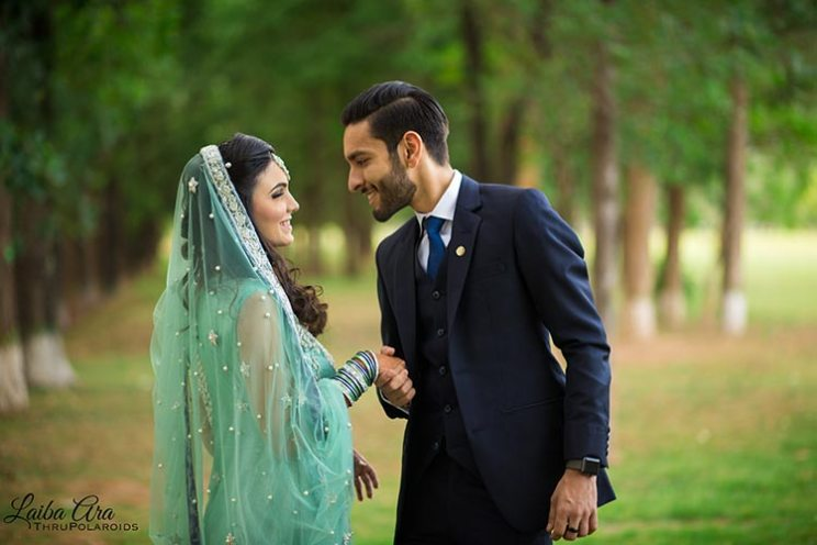 pakistani wedding for blogger bride humna | humna and muzzamil's pretty pakistani wedding | gorgeous bride with her jhoomar