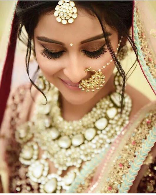 Stunning jewellery on bride