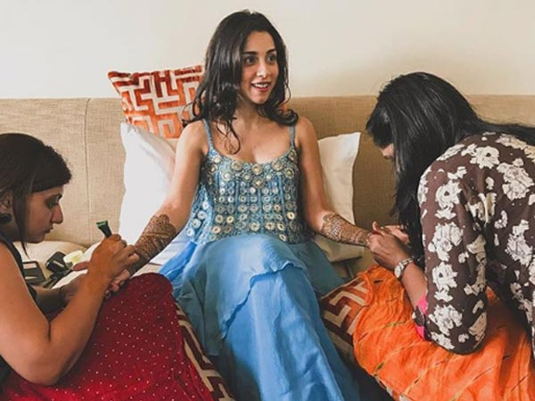 Mehendi | #CelebrityWedding done right – Amrita Puri's dreamy Bangkok wedding was such a stunning sight!