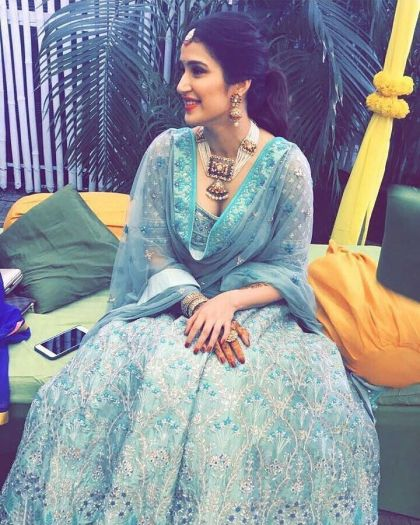 Sagarika on mehendi | #CelebrityWedding – Trends to steal from Zaheer Khan & Sagarika's wedding that's unreal!