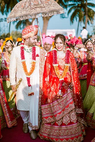 coordinated couple Shruti and gang in this Goa wedding by Krayonz entertainment