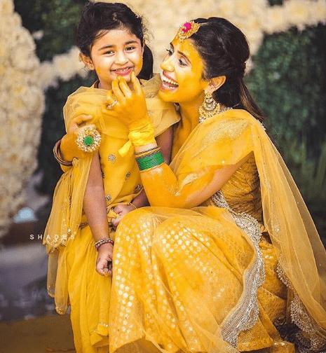 Twinning with niece on haldi | 5 ways to make your haldi Happy & High - Swoon & Sight