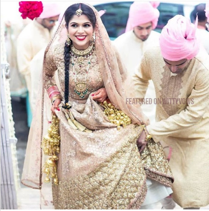 Indian bride with her brothers | Poses for the brother of the bride photos for your wedding | Indian wedding trends 2018 | Pastel wedding | dy wedding brother helping bride enter holding her lehenga