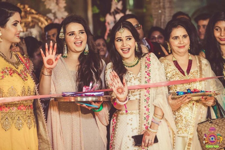 Sister of the bride | Indian bridesmaids | Shiv Shakti Sachdev | Indian weddings | Maid of Honour | Indian wedding Photography | Photos every bridesmaid needs | Candid pictures | Ribbon cutting ceremony