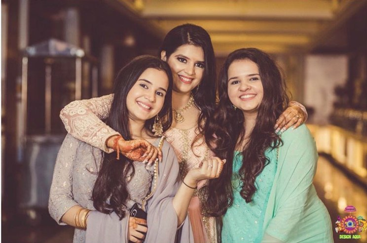 Sister of the bride | Indian bridesmaids | Shiv Shakti Sachdev | Indian weddings | Maid of Honour | Indian wedding Photography | Photos every bridesmaid needs |