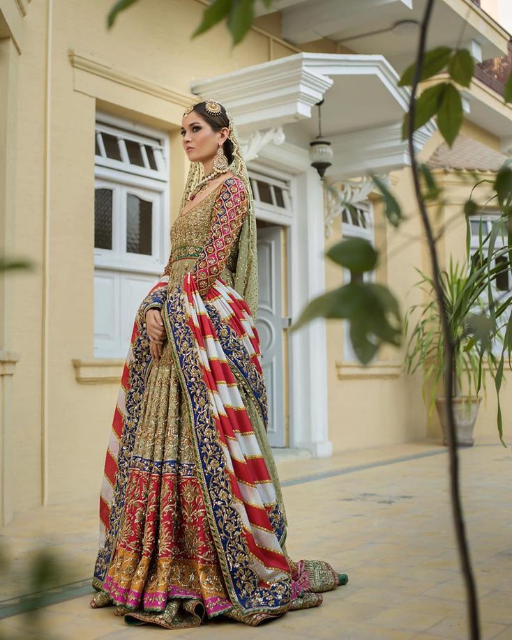 Second dupatta ideas | Bold geometric prints | Printed Dupatta | Bridal look inspiration | Wedding outfit ideas |