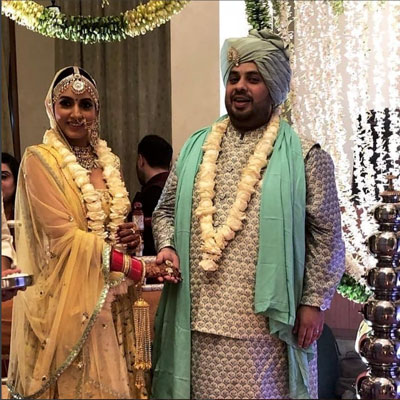 Additi Gupta Wedidng Photos | Additi Gupta pretty bride in white lehenga | White whole rose varmala