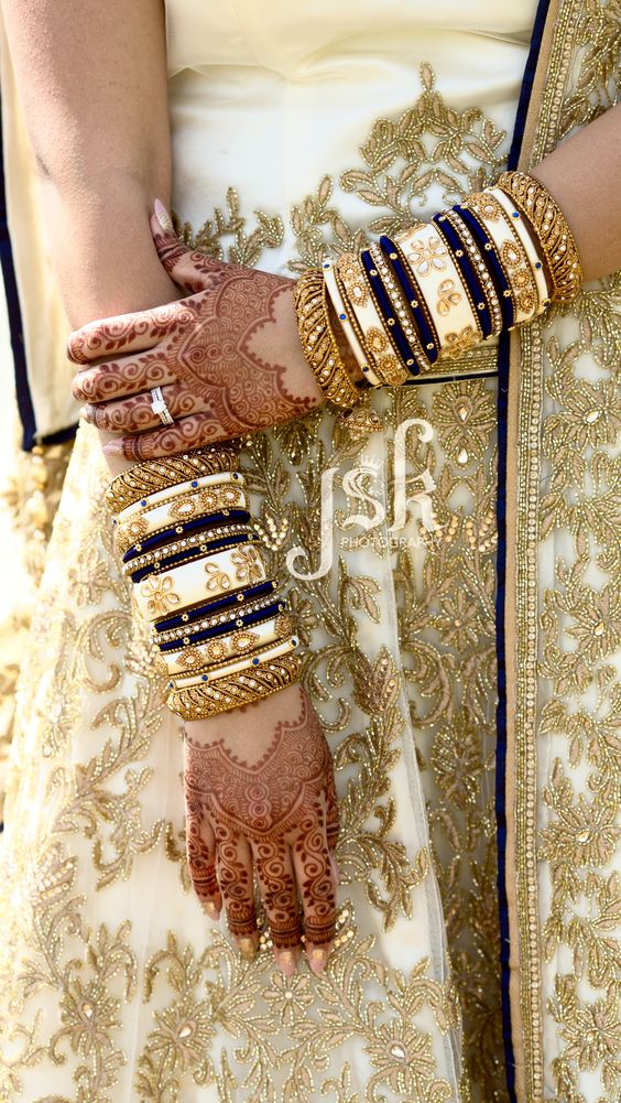 White chura | Gold bangles | Indian bride | Traditional | Bridal jewelry | Bridal Photography | Chooda |