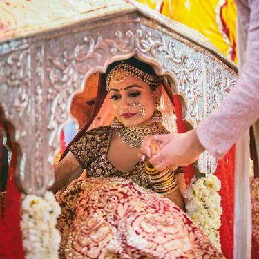 pretty new doli designs | Stunning Indian Bride | Indian Wedding | Doli | palki | Bridal entry | Vidaai | Bidai | trending new wedding trends | 2020 wedding | Palki ideas | Indian Wedding | Vidaai | Bidai | Palki decoration | Trending vidai ideas | Wedding photography | Stunning | Silver Doli | Bridal inspiration