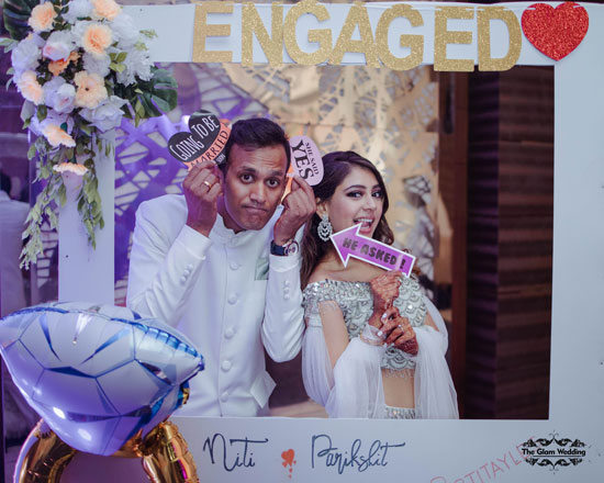 Cute couple potraits | Photobooth ideas | Couple poses | Indian celebrity engagement | Niti Taylor | Twinning goals | engagement outfits