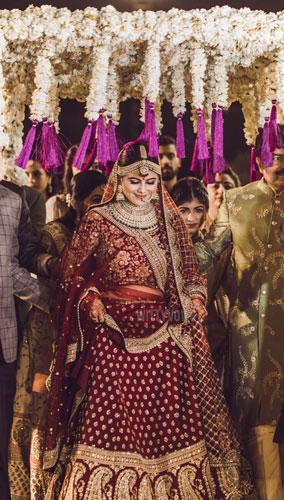 Wedding in Ahmedabad | bridal entry | bride in red Sabyasachi lehenga | white chadar with purple tassels