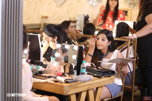 makeup masterclass in delhi | makeup class in delhi | class setup | bulb lights