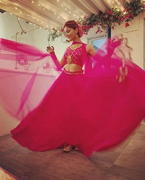 Pink lehenga | Rubina Dilaik | Mehdi outfit ideas | Pink outfits | Trending new ideas | Diwali outfits | new bride
