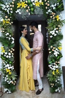 Couple Goals | Floral arrangements | Ghar ka Roka | Minimal Decor ideas | Hanna & Shahrukh |