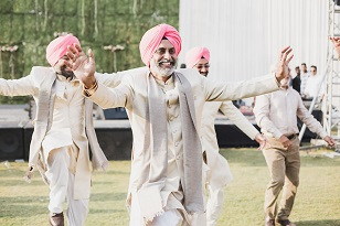 Family photos | Candid photographers | Sikh weddings