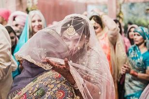 Emotional Indian wedding pictures | mother daughter pictures | Punjabi weddings