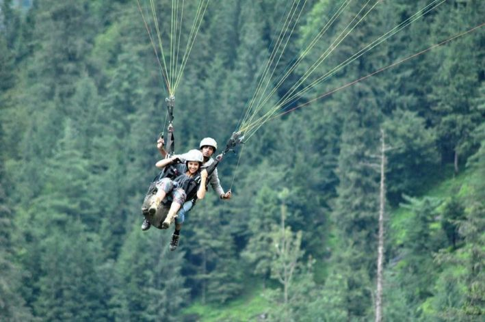 paragliding before getting married | destination ideas for bachelorette party
