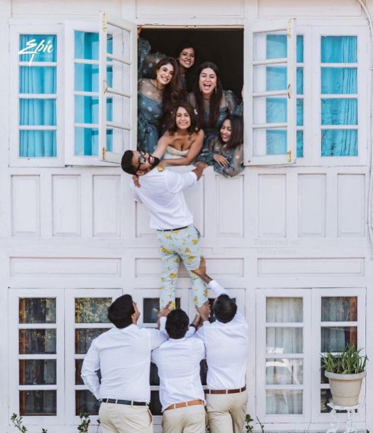 pre wedding shoot with friends | Best Spotted Pre-Wedding Shoot Trends