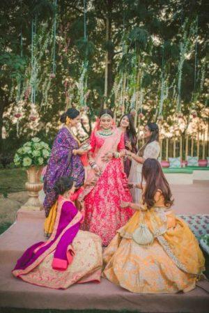 indian wedding photography   gujrati wedding with stunning bride in red lehenga