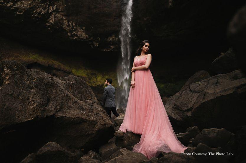 brid and groom | mumbai bride  | floral hair style | couple pre wedding shoot in Pune | Pre-Wedding Shoot in Pune